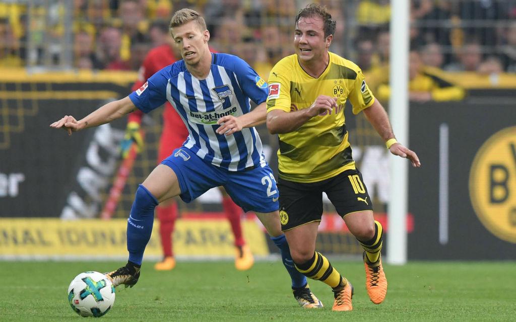 Hertha mit Weiser (l.) verlor das Hinspiel gegen Götzes Dortmunder mit 0:2.