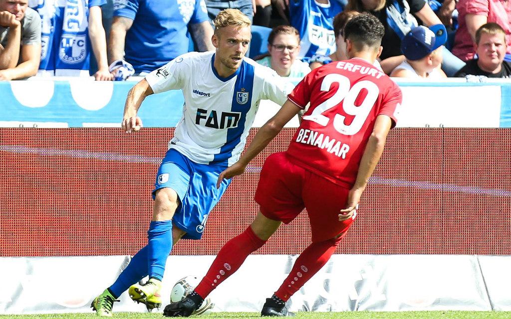 Imago/Christian Schroedter: Beim 3:0 im Hinspiel kontrollierten Nils Butzen (l.) und Magdeburg Samir Benamar und Erfurt nach Belieben. Und nun?
