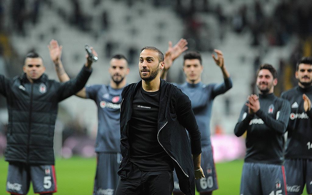 Nach dem letzten Spiel gegen Osmanlispor verabschiedete sich Cenk Tosun von den Besiktas-Fans