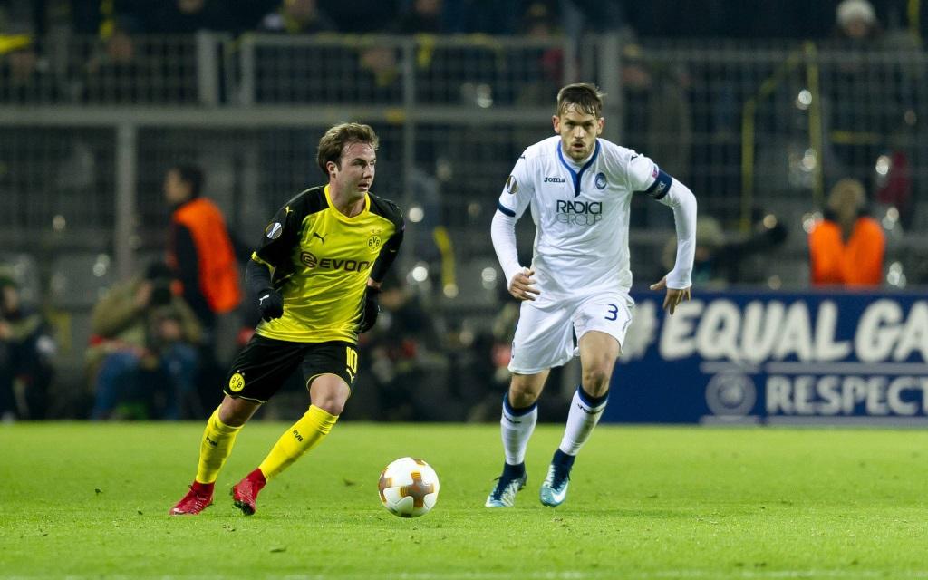 Mario Götze im Ballbesitz im Spiel Borussia Dortmund - Atalanta Bergamo in der Europa League Zwischenrunde.