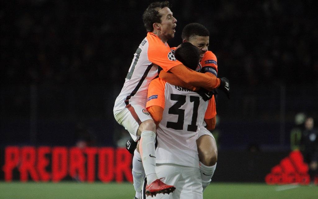 Jubelnde Spieler von Schachtjor Donezk nach dem 2:1 in der Champions League gegen Manchester City.