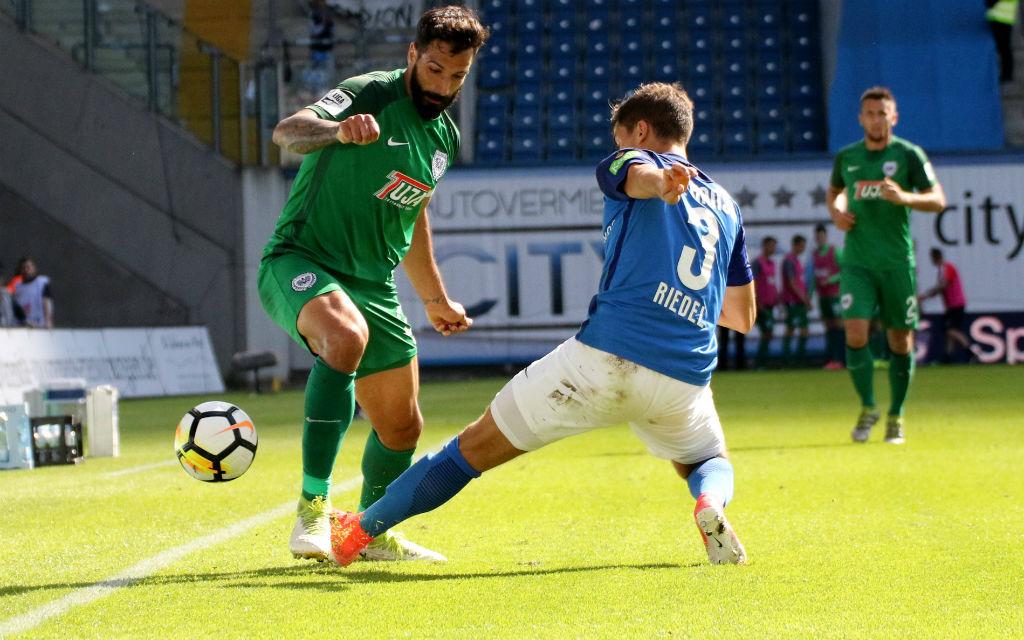 In der Hinrunde gab es zwischen den Preußen (l.: Adriano Grimaldi) und Hansa (Julian Riedel) ein 1:1.
