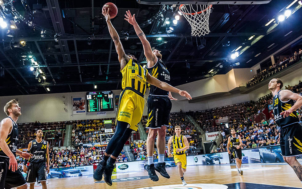 Fliegt Ludwigsburgs Evans (2.v.l.) auch ins Champions-League-Finale?