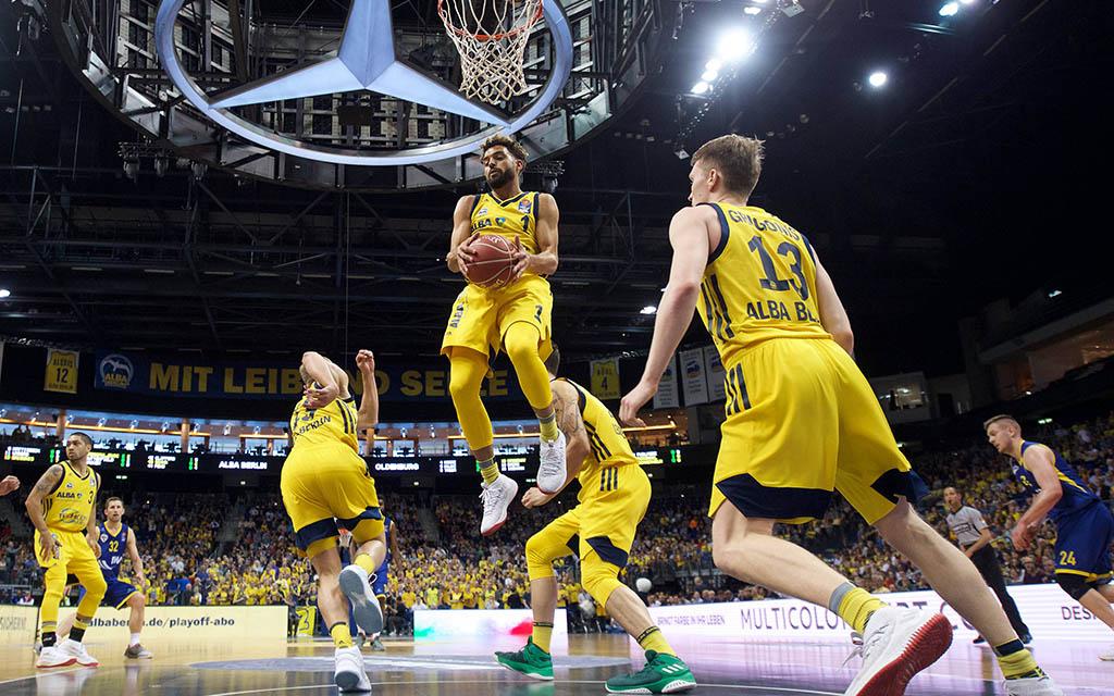 Alba Berlin - Baskets Oldenburg: Dominante Albatrosse unter dem Korb mit dem Rebound