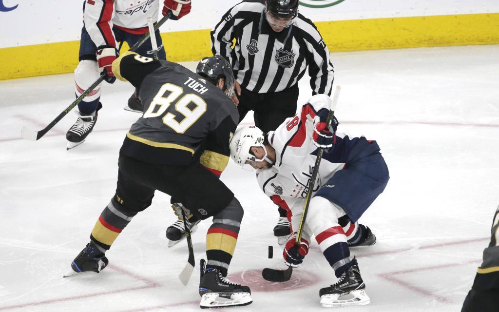 Stanley Cup: Tuchs Golden Knights (l.) dürfen gegen die Capitals (r.: Beagle) nicht mehr verlieren.