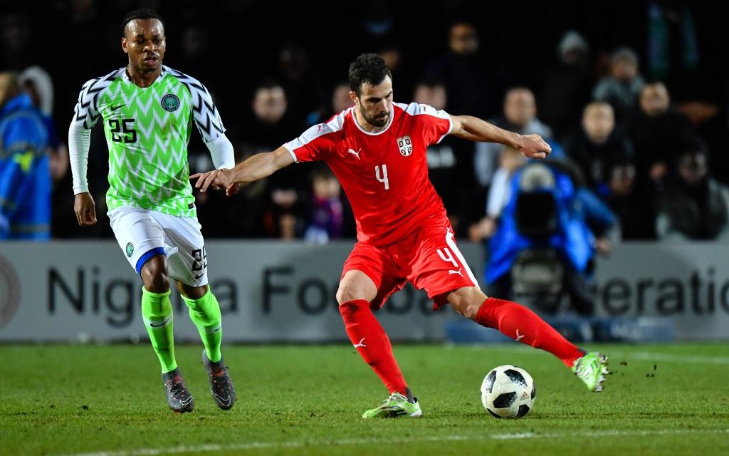 Luka Milivojevic beim Torschuss im Testspiel zwischen Serbien und Nigeria.