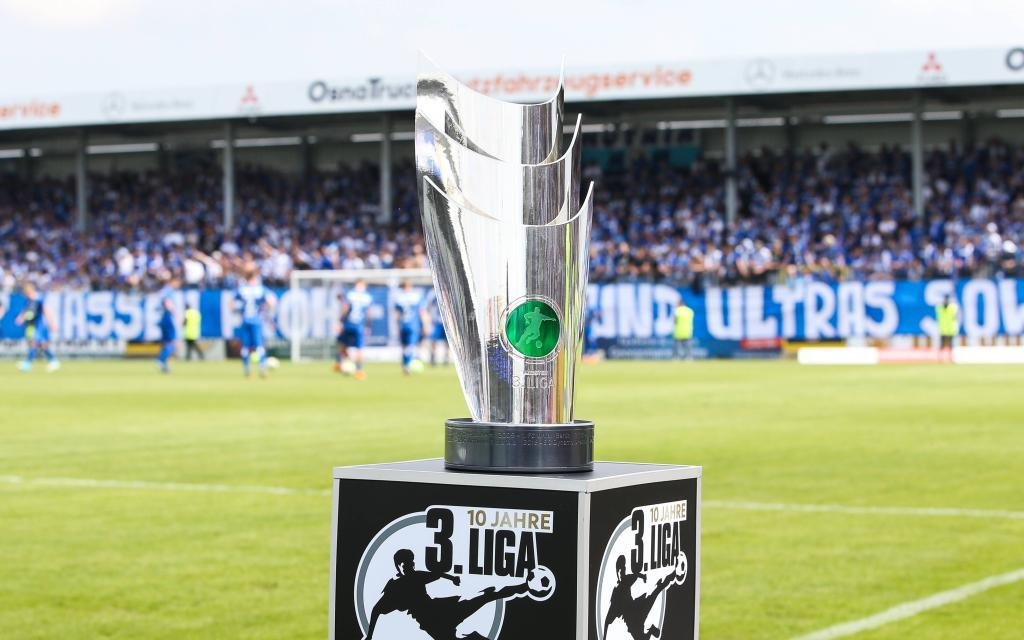 Meisterpokal der 3. Liga