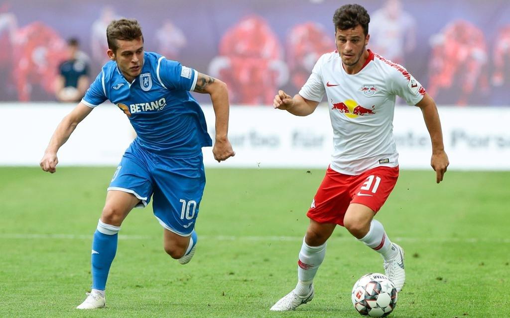 Diego Demme im Laufduell im Quali-Hinspiel der Europa League zwischen RB Leipzig und Universitatea Craiova.