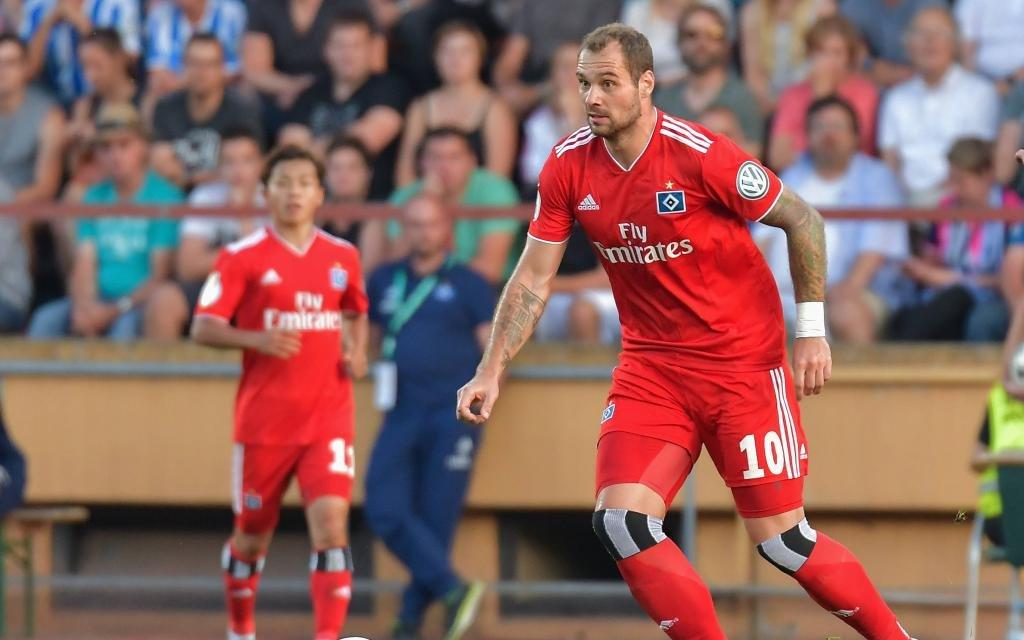Hamburg will zurück an die Spitze: Pierre-Michel Lasogga vom HSV in der ersten Pokalrunde gegen TuS Erndtebrueck.