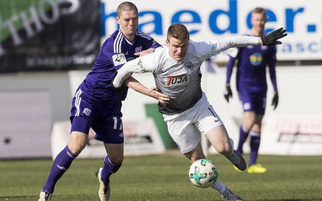 Tobias Rühle (rechts) im Zweikampf mit Osnabrücks Adam Susac im Ligaspiel VfL Osnabrück - Preußen Münster Saison 2017/18.