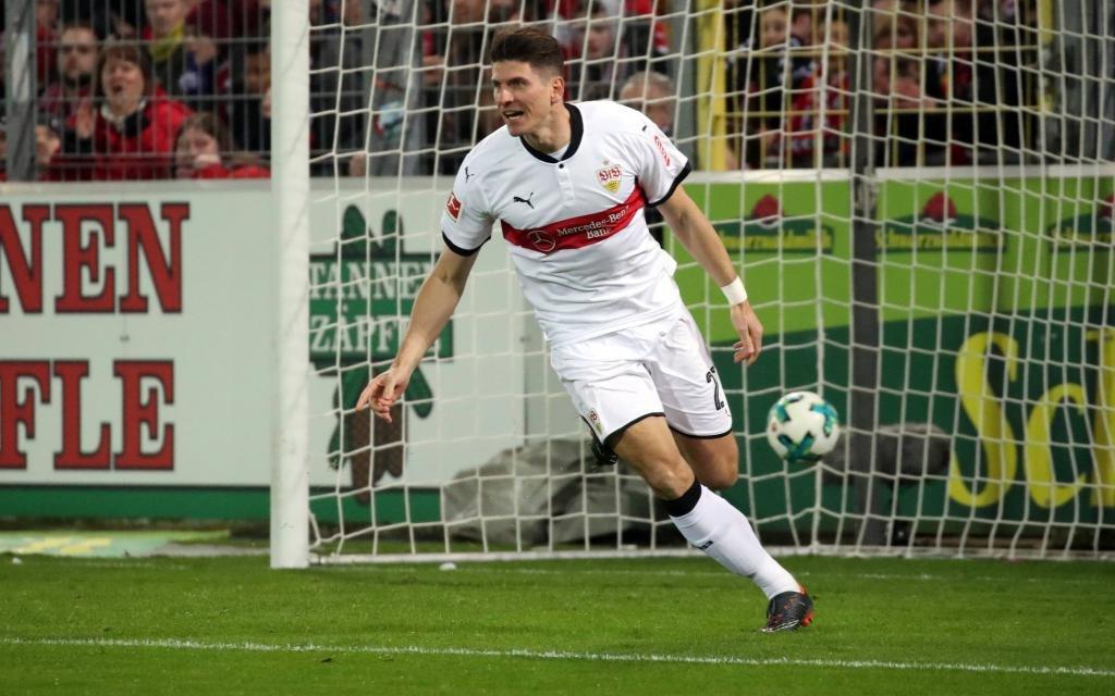 Mario Gomez bejubelt ein Tor im Spiel SC Freiburg - VfB Stuttgart in der Saison 2017/18