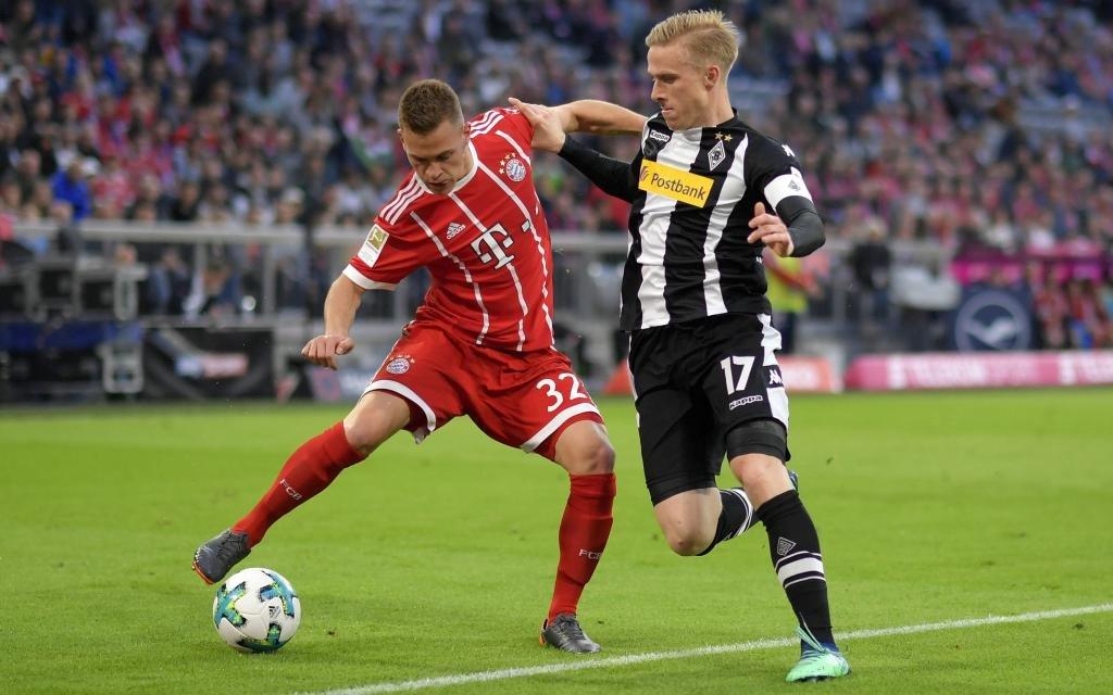 Joshua Kimmich gegen Oscar Wendt im Ligaspiel Bayern - Gladbach der Saison 2017/18.