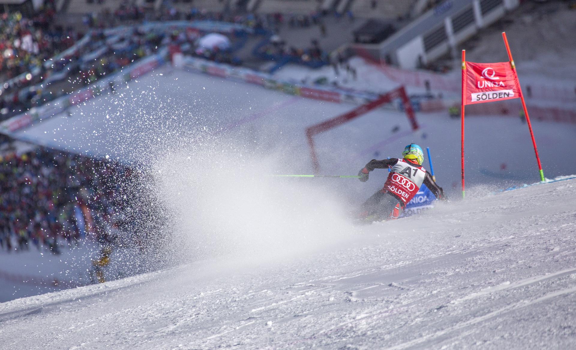 Gesamtweltcupsieger Marcel Hirscher ist der große Favorit beim Saisonstart in Sölden.