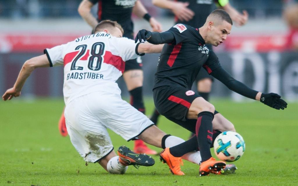 Mijat Gacinovic gegen Holger Badstuber im SPiel VfB Stuttgart-Eintracht Frankfurt.