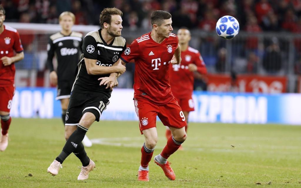 LEWANDOWSKI Robert Team FC Bayern Muenchen mit BLIND Daley UEFA Champions League Saison 2018-2019 Gruppe E Spiel FC Bayern Muenchen - Ajax Amsterdam 1 : 1