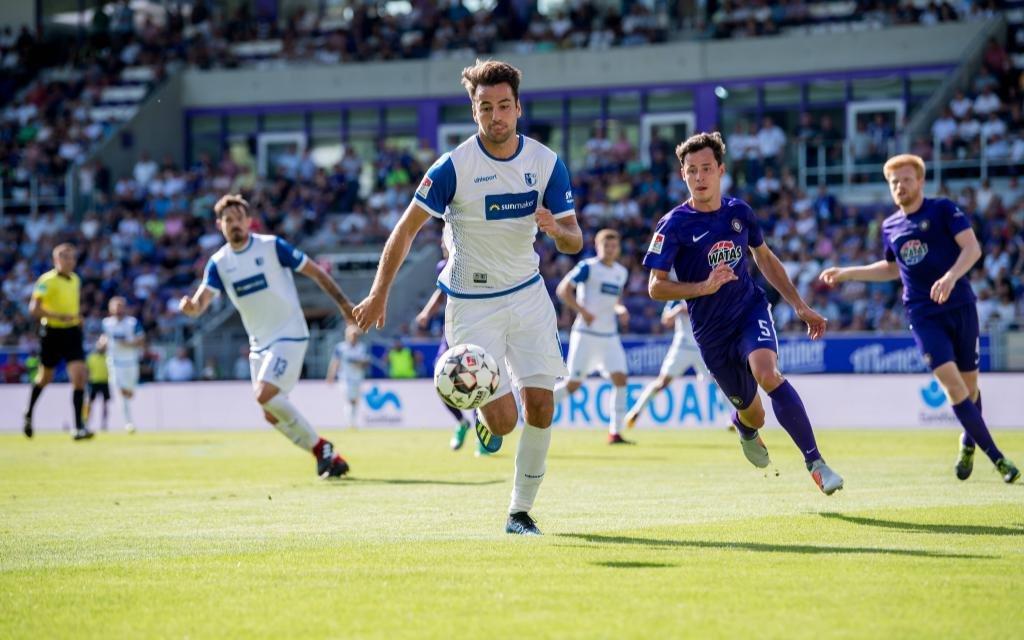 12. August 2018: Aue, Erzgebirgsstadion: Fussball 2. Bundesliga, 2. Spieltag: FC Erzgebirge Aue - 1. FC Magdeburg: Aues Clemens Fandrich (lila) gegen Magdeburgs Christian Beck