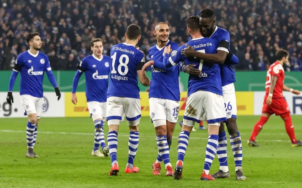 Fußball DFB-Pokal Achtelfinale FC Schalke 04 - Fortuna Düsseldorf am 06.02.2019 in der Veltins Arena in Gelsenkirchen Torjubel zum 3:0 durch Mark Uth ( Schalke )