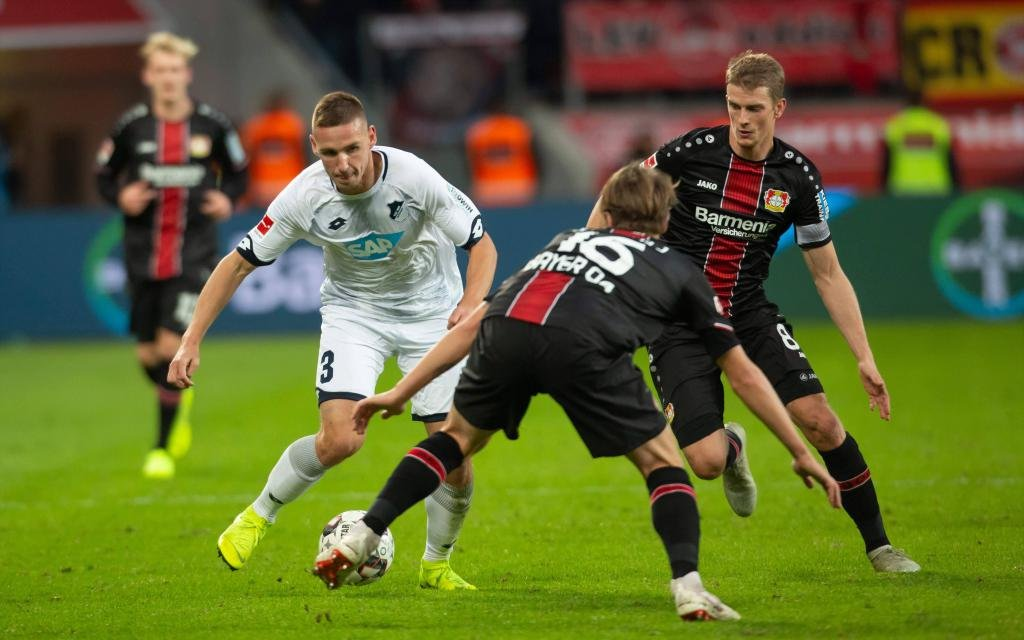 Leverkusen, Germany 03.11.2018, 1. Bundesliga 10. Spieltag, Bayer 04 Leverkusen - TSG 1899 Hoffenheim, Pavel Kaderabek (TSG), Lars Bender (B04) im Zweikampf