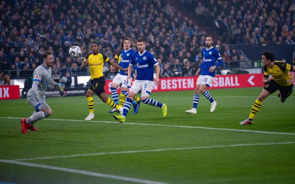 Fußball 1. Bundesliga 14. Spieltag FC Schalke 04 - Borussia Dortmund am 08.12.2018 in der Veltins Arena in Gelsenkirchen Tor zum 0:1 durch Thomas Delaney ( Dortmund)