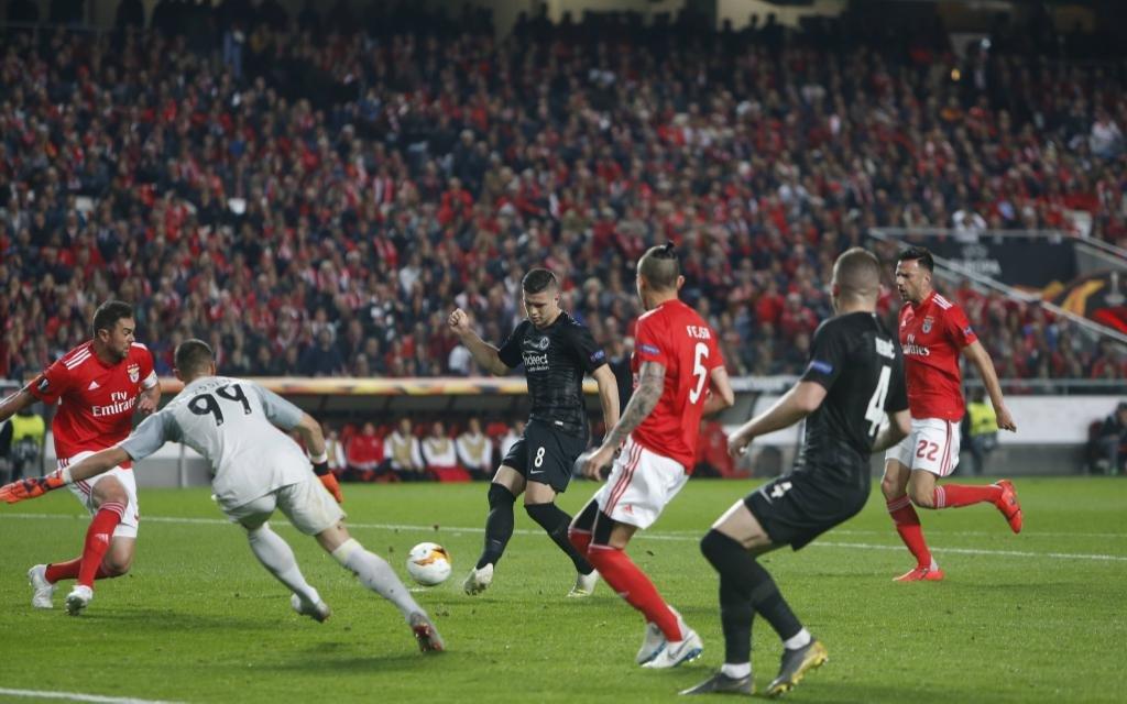 Luka Jovic mit dem Tor zum zwischenzeitlichen 1:1 beim Spiel Benfica Lissabon - Eintracht Frankfurt in der Europa League.