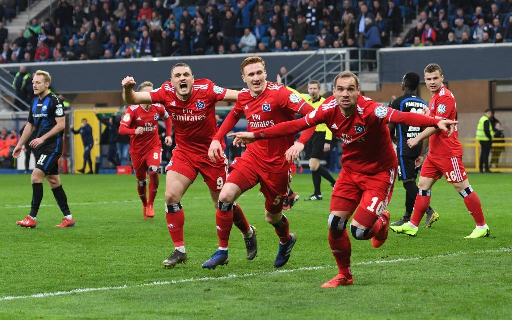 DFB Pokal SC Paderborn - Hamburger SV / 02.04.2019 / Torjubel HSV ach 0:1 vl.: Kyriakos Papadopoulos (HSV), Bates und Pierre-Michel Lasogga (HSV)