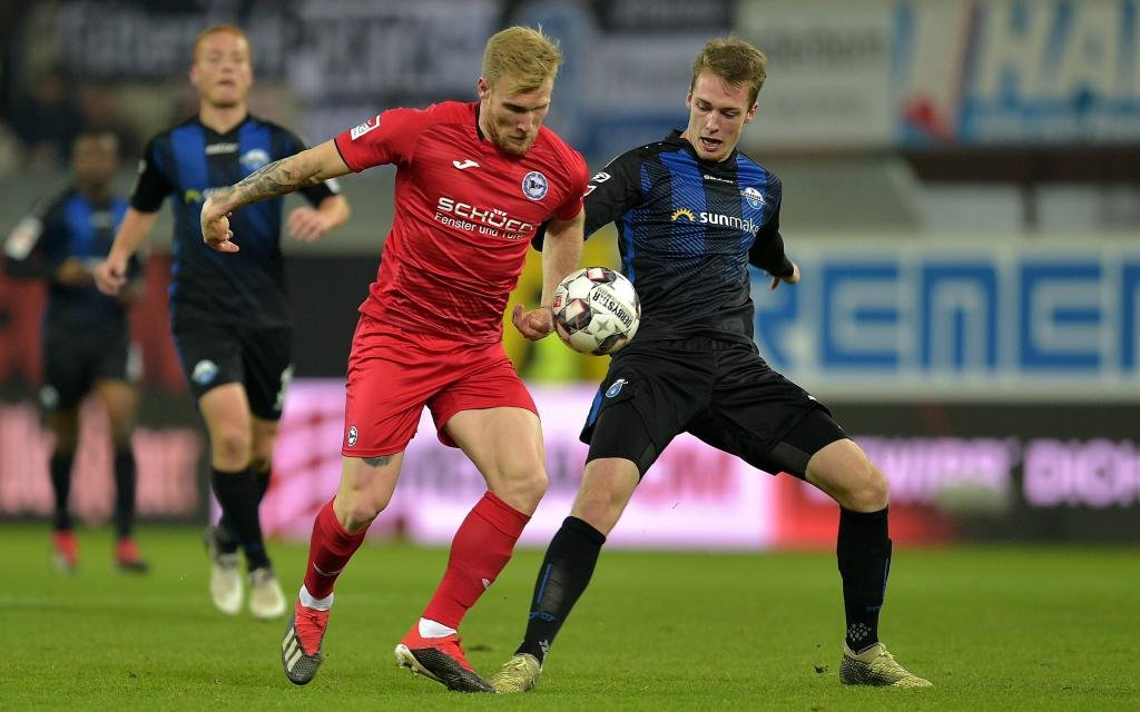 2.Bundesliga Saison 2018/2019 DSC Arminia Bielefeld - SC Paderborn 07 Andreas VOGLSAMMER (21) Bielefeld Sebastian SCHONLAU (13) Paderborn