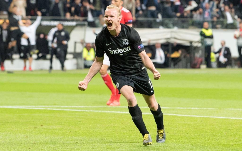 Torschuetze Sebastian RODE (F) juebelt ueber sein Tor zum 2:0 fuer Eintracht Frankfurt