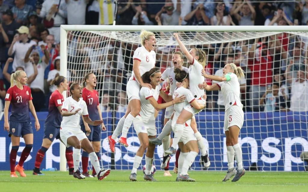 England feiert den Einzug ins Halbfinale.