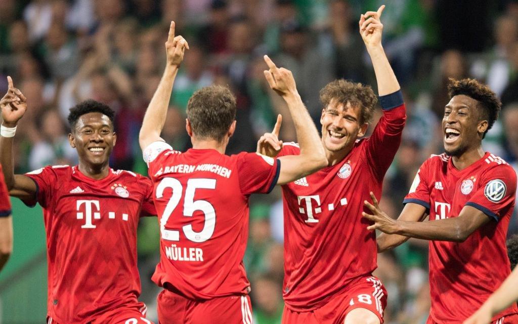 David ALABA (M), Torschuetze Thomas MUELLER (Müller, M), Leon GORETZKA (M) und Kingsley COMAN (M) juebeln ueber das Tor zum 2:0 fuer den FC Bayern Muenchen gegen Bremen