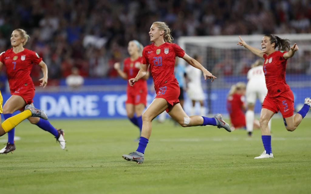 (190703) -- LYON, July 3, 2019 -- Players of the United States celebrate victory after the semifinal between the United States and England at the 2019 FIFA Women s World Cup at Stade de Lyon in Lyon