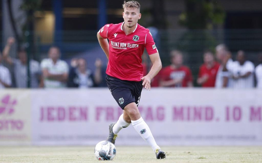 Hannover mit Waldemar Anton will das erste Heimspiel gewinnen.