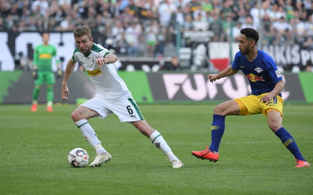 Borussia Moenchengladbach - RB Leipzig 1:2, v.li., Christoph Kramer (Borussia Moenchengladbach), Matheus Cunha (RB Leipzig)