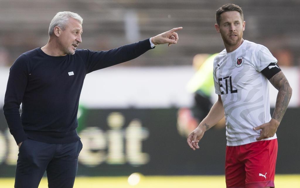 Die Viktoria um Kapitän Wunderlich (r.) muss gegen Aufstiegsfavorit Braunschweig ran.