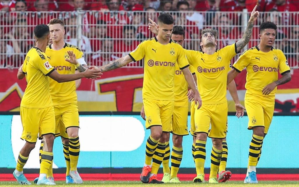 (190901) -- BERLIN, Sept. 1, 2019 -- Paco Alcacer (3rd R) of Dortmund celebrates his scoring during a German Bundesliga match between 1.FC Union Berlin and Borussia Dortmund in Berlin
