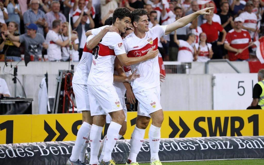 GOMEZ Mario Team VfB Stuttgart jubelt nach seinem Tor zum 1 : 0 mit KAMINSKI Marcin 2.Bundesliga Saison 2019-2020 Spiel VfB Stuttgart Hannover 96 2 : 1 am 26.07.2019 in Stuttgart