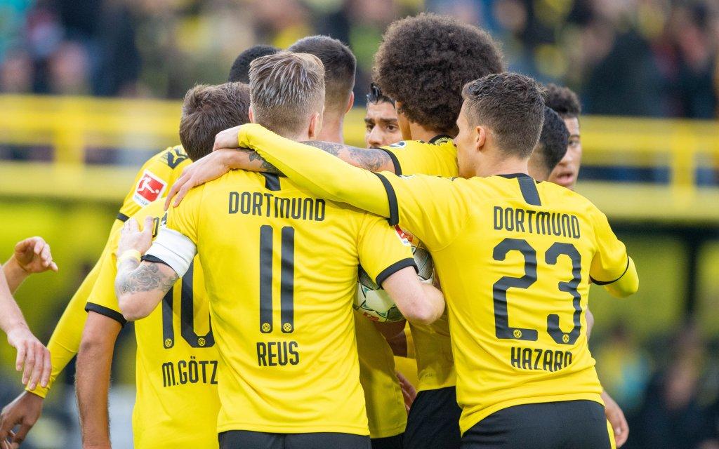 Jubeltraube der Dortmunder Spieler nach dem Tor zum 1:1 Ausgleich fuer Borussia Dortmund gegen Werder Bremen.