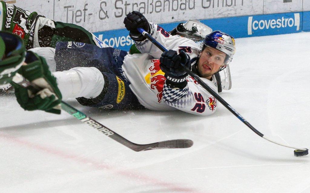 Mit Red Bull um jeden Puck kämpfen will Münchens Patrick Hager.