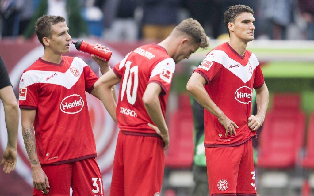 Marcel SOBOTTKA (D), Marvin DUCKSCH (D), Marcin KAMINSKI (D), enttaeuscht nach dem SPiel. Fussball 1.Bundesliga, 7.Spieltag, Fortuna Duesseldorf (D) - FC Schalke 04 (GE) 0:2, am 06.10.2018 in Duesseldorf