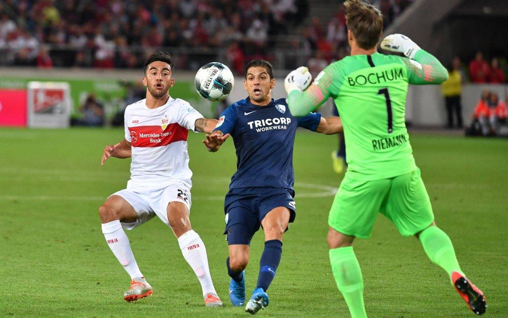 Nicolas GONZALEZ (VFB Stuttgart), Danilo SOARES (VFL Bochum), bo1, Aktion,Zweikampf. Fussball 2. Bundesliga, 5.Spieltag,Spieltag05, VFB Stuttgart (S)-VFL Bochum (BO) 2-1, am 02.09..2019 in Stuttgart / Deutschland.