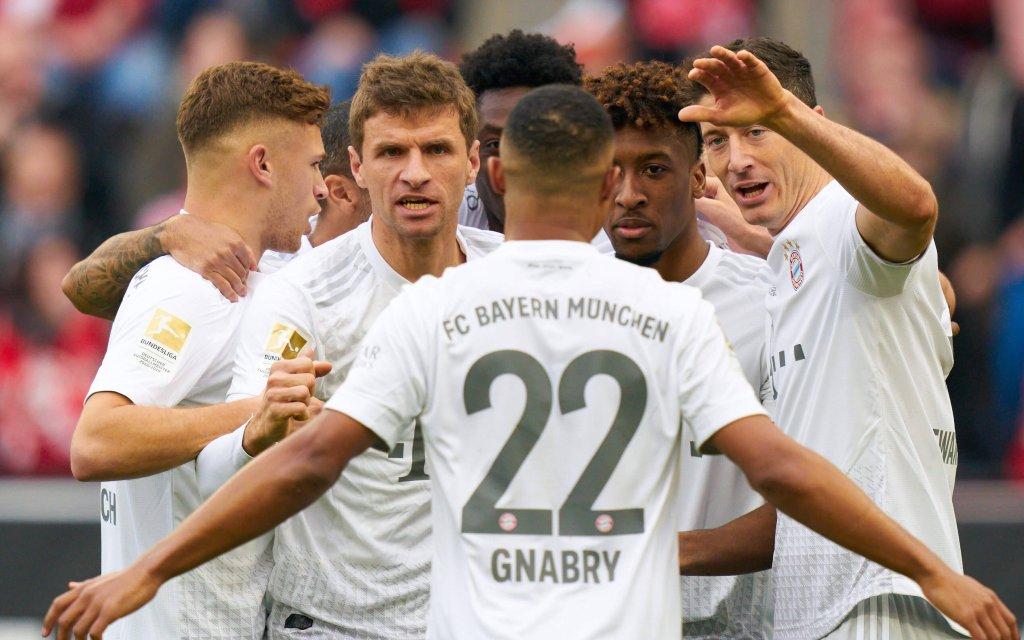 FC Bayern beim Torjubel im Bundesligaspiel gegen den 1. FC Köln.