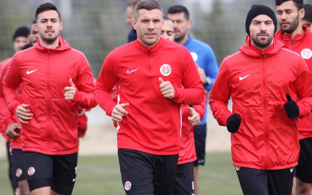 Lukas Podolski vor seinem Startelf-Debüt für Antalyaspor
