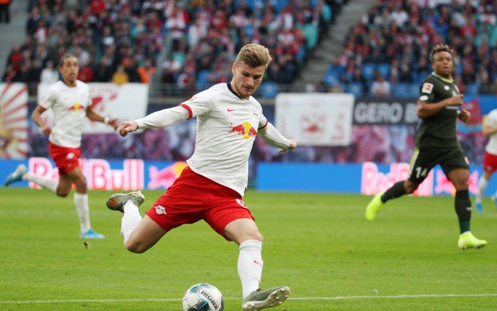 Leipzigs Werner (M.) mit dem Abschluss im Hinspiel gegen Mainz 05