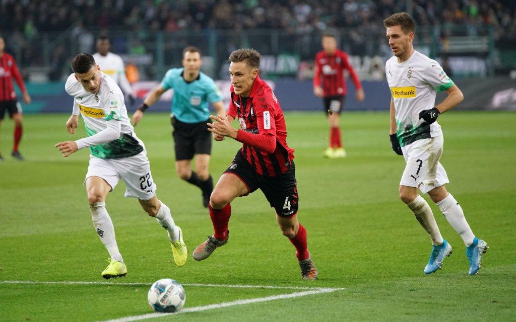 Laszlo Benes Gladbach vs Nico Schlotterbeck Freiburg, 1. BL: 19-20: 13. Sptg. Borussia Mönchengladbach - SC Freiburg