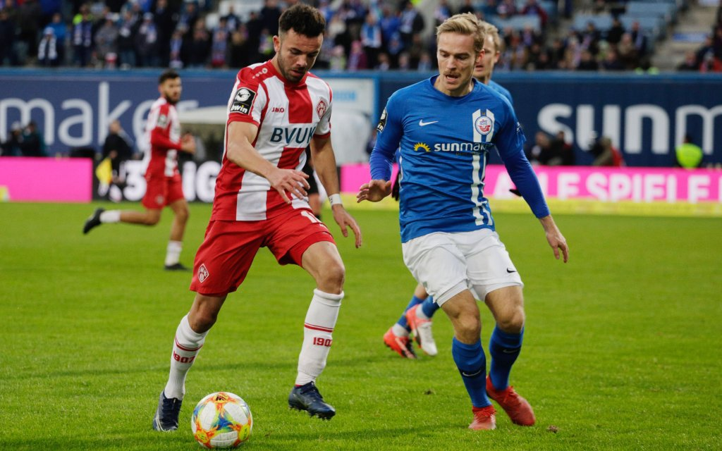 30.11.2019- 3.Liga 2019/2020: FC Hansa Rostock vs. Würzburger Kickers - links Albion Vrenezi Wuerzburg gegen Nils Butzen Rostock