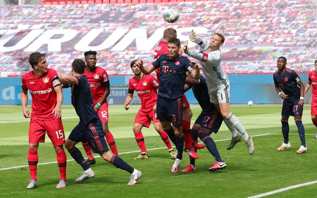 Fussball: 1. Bundesliga: Saison 19/20: 30. Spieltag: Bayer Leverkusen - FC Bayern München Muenchen Parade , Rettung , Rettungstat , FCB Torwart , Torhüter , Goalkeeper , Manuel Neuer , Zweikampf