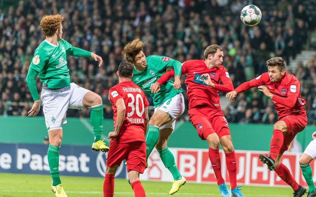 Marnon Busch FC Heidenheim, 02, Yuya Osako SV Werder Bremen, 08, Werder Bremen vs. FC Heidenheim, GER, Fussball, DFB-Pokal, 2. Runde