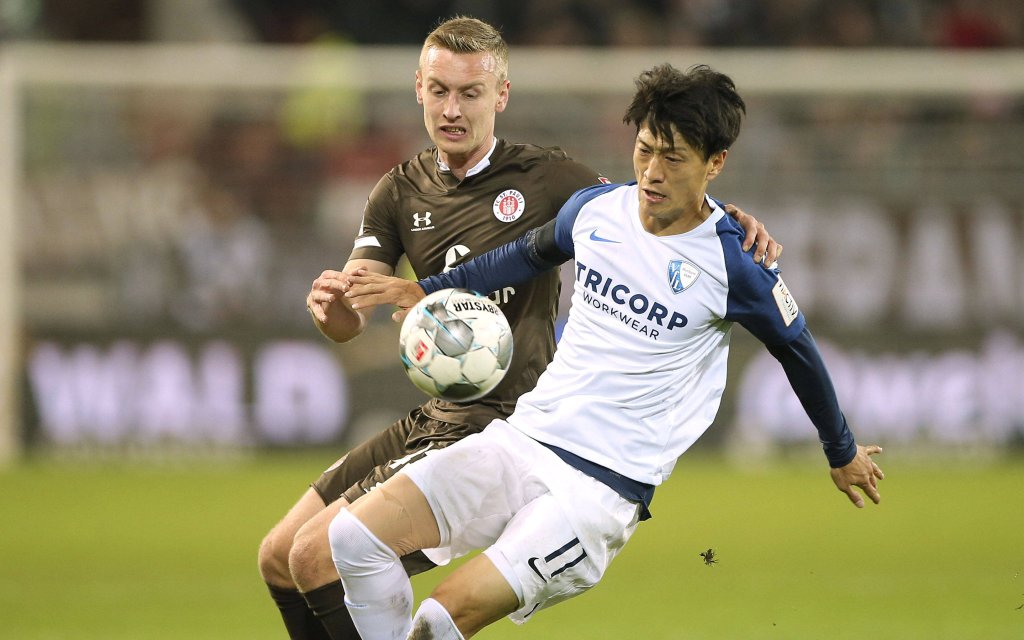 Sebastian Ohlsson Pauli gegen Chung Yong LEE / Bochum Fussball 2. Bundesliga am Fr. 08.11.2019 FC St. Pauli - VfL Bochum 1 - 1