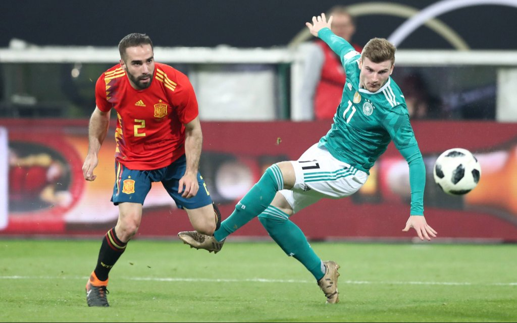 Deutschland - Spanien / Fussball Laenderspiel Duesseldorf, 23.03.2018, ESPRIT arena, Fussball, Laenderspiel, BR Deutschland (GER) vs. Spanien (ESP) 1:1 (1:1) , im Bild v.l.: Daniel Carvajal (2,ESP) und Timo Werner (11,GER)
