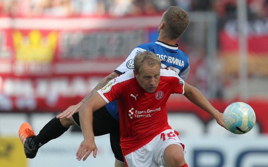 beim Spiel Rot-Weiss Essen vs. Arminia Bielefeld, Fussball, DFB-Pokal, 20.08.2016 Essen