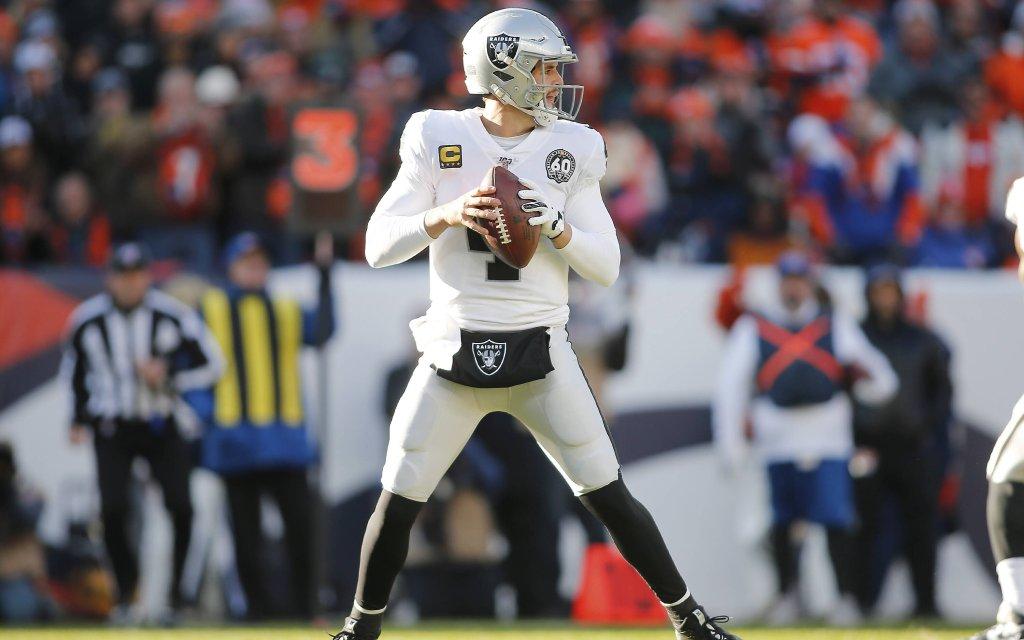 Quarterback Carr von den Las Vegas Raiders auf der Suche nach dem freien Anspiel